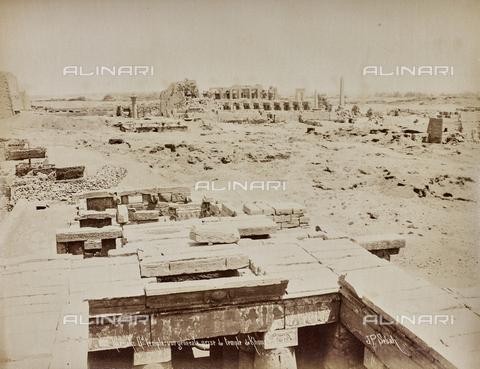 AVQ-A-000523-0038 - Veduta degli scavi del Tempio di Khonsu a Karnak, Egitto - Data dello scatto: 1880 - 1890 - Raccolte Museali Fratelli Alinari (RMFA), Firenze