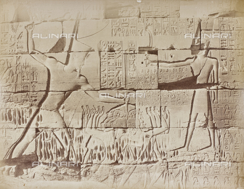 AVQ-A-000523-0045 - Geroglifici e Divinità, rilievi sul muro del tempio di Karnak, Egitto - Data dello scatto: 1880 - 1890 - Raccolte Museali Fratelli Alinari (RMFA), Firenze