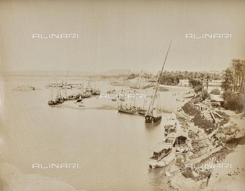 AVQ-A-000523-0063 - Il porto di Assuan, Egitto - Data dello scatto: 1880 - 1890 - Raccolte Museali Fratelli Alinari (RMFA), Firenze