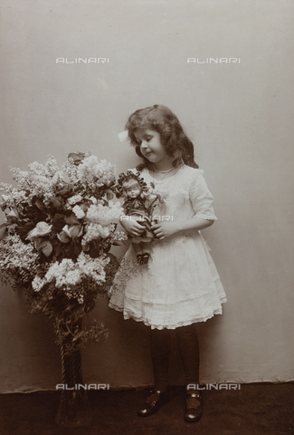 AVQ-A-000553-0029 - Portrait of little girl with flowers