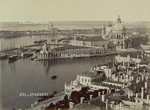 AVQ-A-000568-0011 - Panorama di Venezia dal Campanile di San Marco, con la Dogana da Mar e la Chiesa di Santa Maria della Salute - Data dello scatto: 1860-1870 - Raccolte Museali Fratelli Alinari (RMFA), Firenze