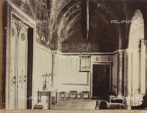 AVQ-A-000570-0009 - Stanza di Ruggero II, Palazzo dei Normanni, Palermo - Data dello scatto: 1880-1890 - Raccolte Museali Fratelli Alinari (RMFA), Firenze