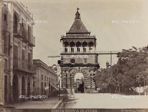 AVQ-A-000570-0012 - Veduta della Porta Nuova di Palermo - Data dello scatto: 1880-1890 - Raccolte Museali Fratelli Alinari (RMFA), Firenze