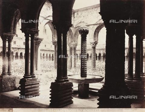 AVQ-A-000570-0038 - Scorcio del Chiostro del Duomo di Monreale - Data dello scatto: 1880-1890 - Raccolte Museali Fratelli Alinari (RMFA), Firenze