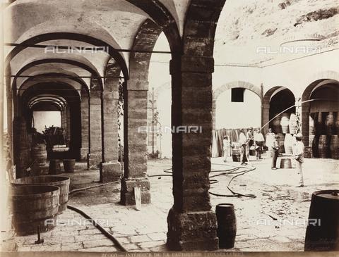 AVQ-A-000570-0050 - Interno della fattoria Zucco, nei dintorni di Palermo - Data dello scatto: 1900 ca. - Raccolte Museali Fratelli Alinari (RMFA), Firenze
