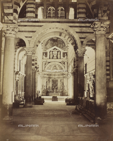 AVQ-A-000670-0023 - Inner view of the Cathedral of Pisa with the Altar of the Saints Gemaiele, Nicodemus and Abdio - Data dello scatto: 1850-1860 - Archivi Alinari, Firenze
