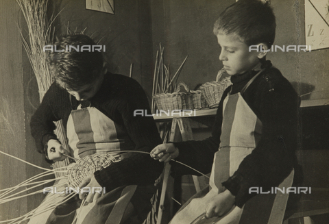 AVQ-A-000724-0077 - Young workers in the G.I.L of Ravenna: basket workshop