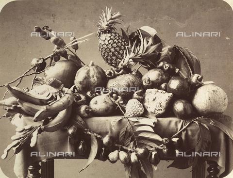 AVQ-A-000872-0014 - Tavola con tipici frutti della Martinica - Data dello scatto: 1910-1920 ca. - Archivi Alinari, Firenze