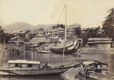 AVQ-A-000887-0025 - View of Yokohama canal with a few boats and fishermen. - Data dello scatto: 1863-1877 - Archivi Alinari, Firenze