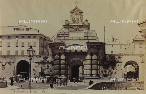 AVQ-A-000946-0006 - View of Pila Gate in Genoa - Data dello scatto: 1870-1890 - Archivi Alinari, Firenze