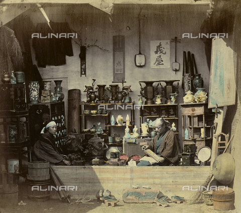 AVQ-A-000994-0011 - Japanese shop selling ornaments and household objects - Data dello scatto: 1863-1877 - Archivi Alinari, Firenze