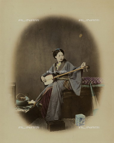 AVQ-A-000994-0021 - Young Japanese woman with a musical instrument - Data dello scatto: 1863-1877 - Archivi Alinari, Firenze