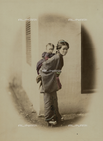 AVQ-A-000994-0024 - Young Japanese woman with a child - Data dello scatto: 1863-1877 - Archivi Alinari, Firenze