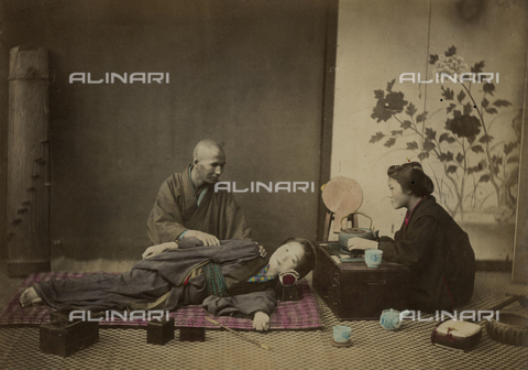AVQ-A-000994-0025 - Young Japanese woman during a beauty session - Data dello scatto: 1863-1877 - Archivi Alinari, Firenze
