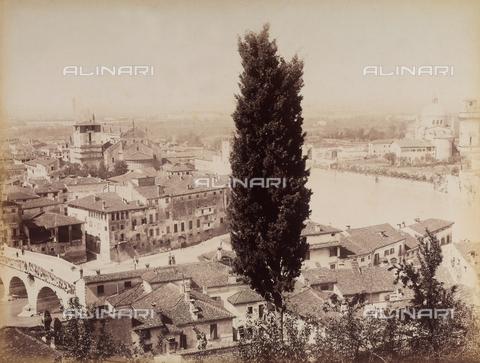 AVQ-A-001033-0022 - Veduta panoramica della città di Verona - Data dello scatto: 1870-1880 ca. - Archivi Alinari, Firenze