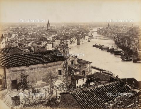 AVQ-A-001033-0023 - Veduta panoramica della città di Verona - Data dello scatto: 1870-1880 ca. - Archivi Alinari, Firenze