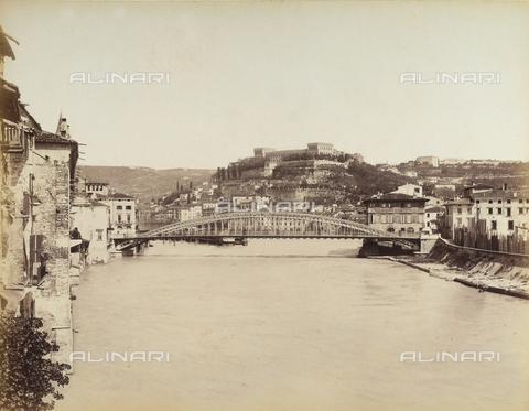 AVQ-A-001033-0024 - Il fiume Adige a Verona - Data dello scatto: 1870-1880 ca. - Archivi Alinari, Firenze