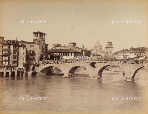 AVQ-A-001033-0026 - Il ponte Pietra sul fiume Adige a Verona - Data dello scatto: 1870-1880 ca. - Archivi Alinari, Firenze