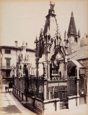 AVQ-A-001033-0039 - Le Tombe scaligere nel Piazzaletto della Arche a Verona - Data dello scatto: 1870-1880 ca. - Archivi Alinari, Firenze
