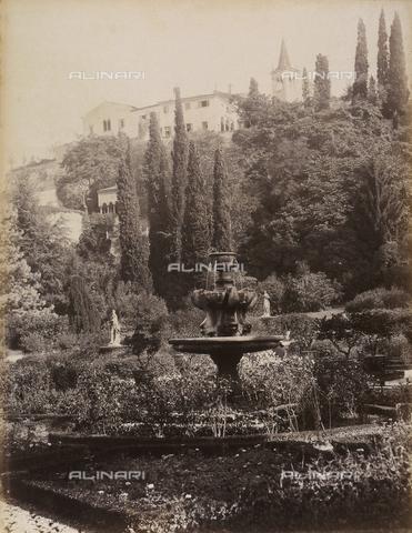 AVQ-A-001033-0040 - Fontana nel giardino di Palazzo Giusti a Verona - Data dello scatto: 1870-1880 ca. - Archivi Alinari, Firenze