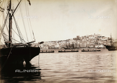 "AVQ-A-001037-0069 - ""Excursion en Italie"": the port of Cagliari"