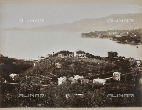 "AVQ-A-001038-0039 - Album ""Gênes et ses environs octobre 1891 - 1307"": view of the gulf of Rapallo in the Levante Riviera. Date 1307 refers to the Rumi calendar (calendar used since 1839 by the Ottoman Empire and the Turkish Republic until 1926) - Data dello scatto: 10/1891 - Archivi Alinari, Firenze"