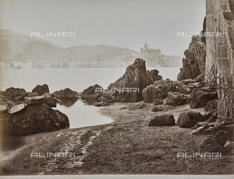 "AVQ-A-001038-0072 - Album ""Gênes et ses environs octobre 1891 - 1307"": view of Lerici in the Gulf of La Spezia from San Terenzo. Date 1307 refers to the Rumi calendar (calendar used since 1839 by the Ottoman Empire and the Turkish Republic until 1926) - Data dello scatto: 10/1891 - Archivi Alinari, Firenze"
