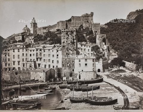 "AVQ-A-001038-0074 - Album ""Gênes et ses environs octobre 1891 - 1307"": view of the old town of Portovenere with the walls and access door. Date 1307 refers to the Rumi calendar (calendar used since 1839 by the Ottoman Empire and the Turkish Republic until 1926) - Data dello scatto: 10/1891 - Archivi Alinari, Firenze"