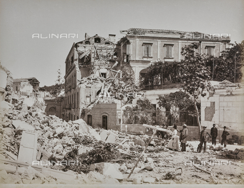 "AVQ-A-001108-0024 - Album ""Italia"": The Manzi Hotel in Casamicciola Terme was destroyed by the 1883 earthquake - Data dello scatto: 28/07/1883-1890 - Archivi Alinari, Firenze"