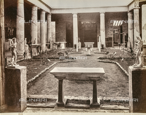 AVQ-A-001141-0044 - Peristyle of the Casa dei Vettii in Pompeii - Data dello scatto: 1880-1890 - Archivi Alinari, Firenze
