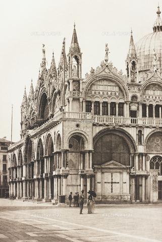 AVQ-A-001272-0045 - La Basilica di San Marco a Venezia vista dalla Piazzetta - Data dello scatto: 1890-1895 - Archivi Alinari, Firenze