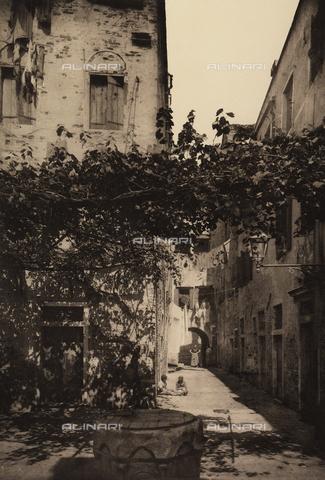 """AVQ-A-001272-0058 - """"Corte Dolfin a Castello"""" (Dolfin courtyard in Castello), Venice"""