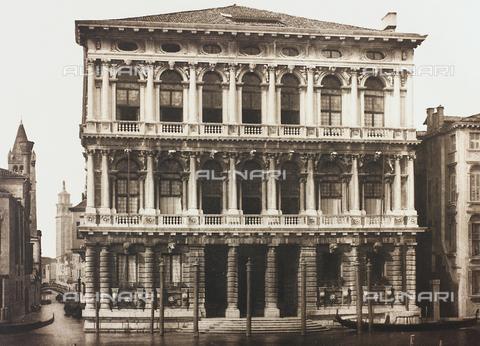 AVQ-A-001272-0069 - La facciata di Ca' Rezzonico, sul Canal Grande a Venezia - Data dello scatto: 1890-1895 - Archivi Alinari, Firenze