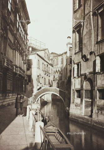AVQ-A-001272-0075 - Veduta animata del Rio de San Tomà a Venezia - Data dello scatto: 1890-1895 - Raccolte Museali Fratelli Alinari (RMFA), Firenze