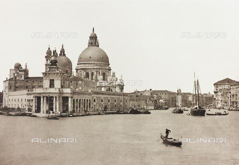 AVQ-A-001272-0076 - La Punta della Dogana a Venezia, con la Dogana da Mar e la Chiesa di Santa Maria della Salute - Data dello scatto: 1890-1895 - Archivi Alinari, Firenze