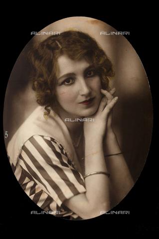 AVQ-A-001286-0056 - Primo piano dell'attrice Cecyl Tryan - Data dello scatto: 1920-1930 - Archivi Alinari, Firenze