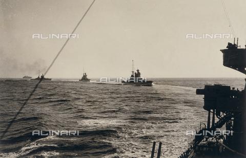 AVQ-A-001375-0021 - Italian war ships - Data dello scatto: 1936 - Archivi Alinari, Firenze