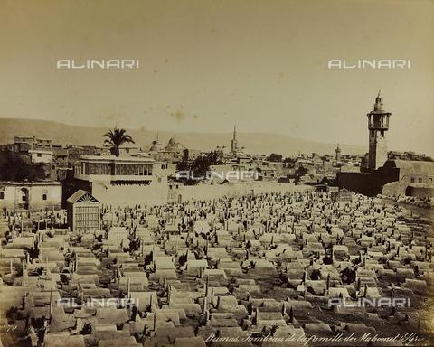 """AVQ-A-001581-0002 - Album """"Damas et Baalbek"""": Cimitero della famiglia di Maometto a Damasco - Data dello scatto: 1880 ca. - Archivi Alinari, Firenze"""