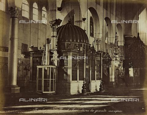 "AVQ-A-001581-0005 - Album "" Damas et Baalbek "": Chapel of St. John the Baptist inside the Umayyad Great Mosque in Damascus - Data dello scatto: 1880 ca. - Archivi Alinari, Firenze"