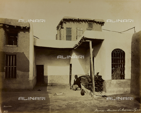 """AVQ-A-001581-0015 - Album """"Damas et Baalbek"""": Portrait of an old man smoking a hookah in front of the house of Saint Ananias in Damascus - Data dello scatto: 1880 ca. - Archivi Alinari, Firenze"""
