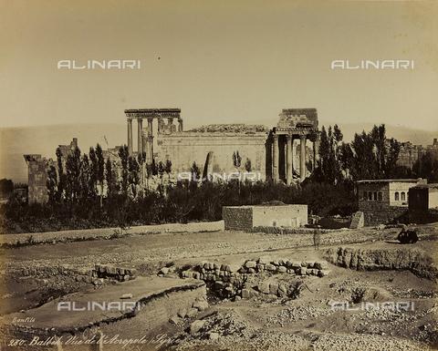 "AVQ-A-001581-0017 - Album ""Damas et Baalbek"": View of the Acropolis of Baalbek (Heliopolis) - Data dello scatto: 1880 ca. - Archivi Alinari, Firenze"