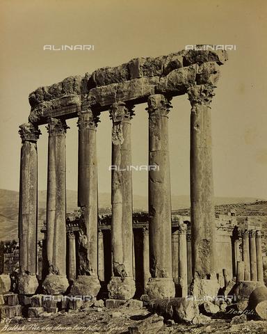 "AVQ-A-001581-0026 - Album ""Damas et Baalbek"" in the archaeological ruins of two temples of Baalbek (Heliopolis) - Data dello scatto: 1880 ca. - Archivi Alinari, Firenze"