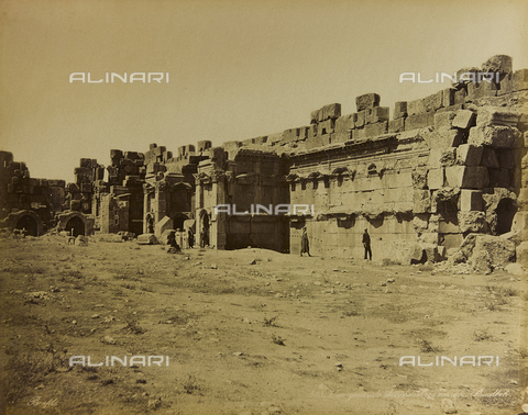 """AVQ-A-001581-0027 - Album """"Damas et Baalbek"""" View of the so-called """"chambers"""" in the archaeological site of Baalbek (Heliopolis) - Data dello scatto: 1880 ca. - Archivi Alinari, Firenze"""
