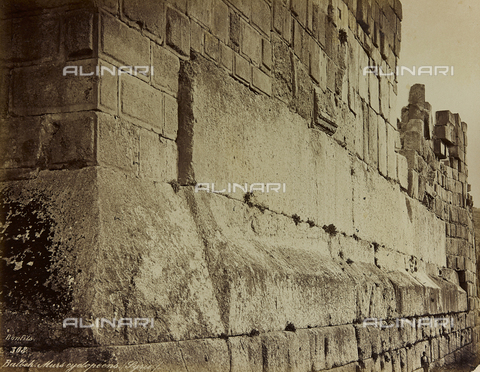"AVQ-A-001581-0028 - Album ""Damas et Baalbek"" Walls of the archaeological site of Baalbek (Heliopolis) - Data dello scatto: 1880 ca. - Archivi Alinari, Firenze"