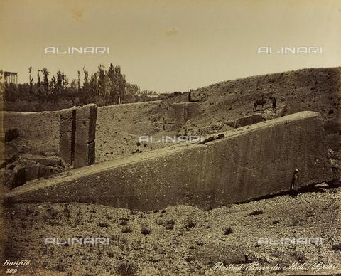 "AVQ-A-001581-0031 - Album "" Damas et Baalbek "": Man lying on a monolithic block in the archaeological site of Baalbek (Heliopolis) - Data dello scatto: 1880 ca. - Archivi Alinari, Firenze"