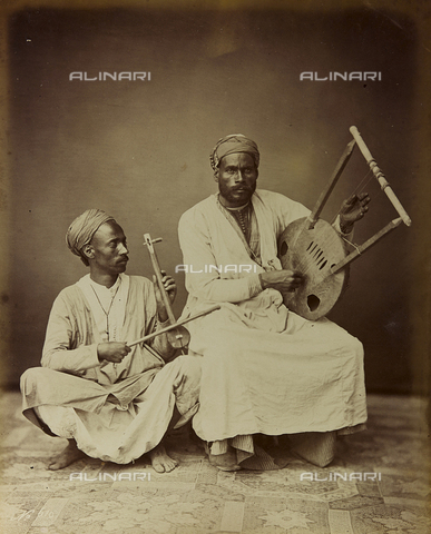 """AVQ-A-001581-0033 - Album """" Damas et Baalbek """": Pair of Syrian musicians photographed while playing a stringed instrument - Data dello scatto: 1880 ca. - Archivi Alinari, Firenze"""