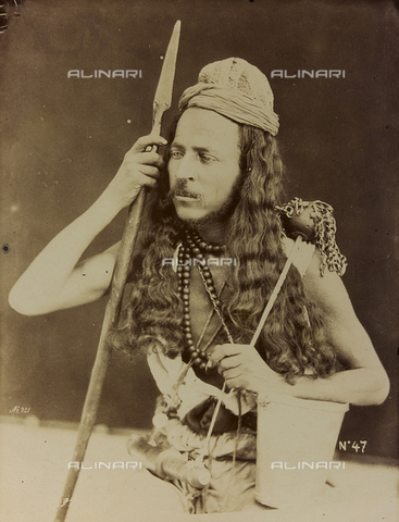 """AVQ-A-001581-0044 - Album """" Damas et Baalbek ': Portrait of a man in traditional clothes - Data dello scatto: 1880 ca. - Archivi Alinari, Firenze"""