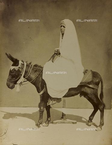 """AVQ-A-001581-0048 - Album """" Damas et Baalbek '': Female portrait riding a donkey - Data dello scatto: 1880 ca. - Archivi Alinari, Firenze"""