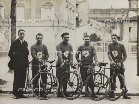 AVQ-A-001665-0010 - The After-work Activities Centre of the War Ministry of Bologna, the first cycling team