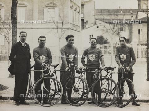 AVQ-A-001665-0010 - Dopolavoro dipendenti del Ministero della Guerra di Bologna, la prima squadra ciclistica